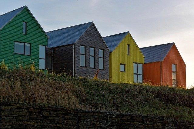 domky na útesu