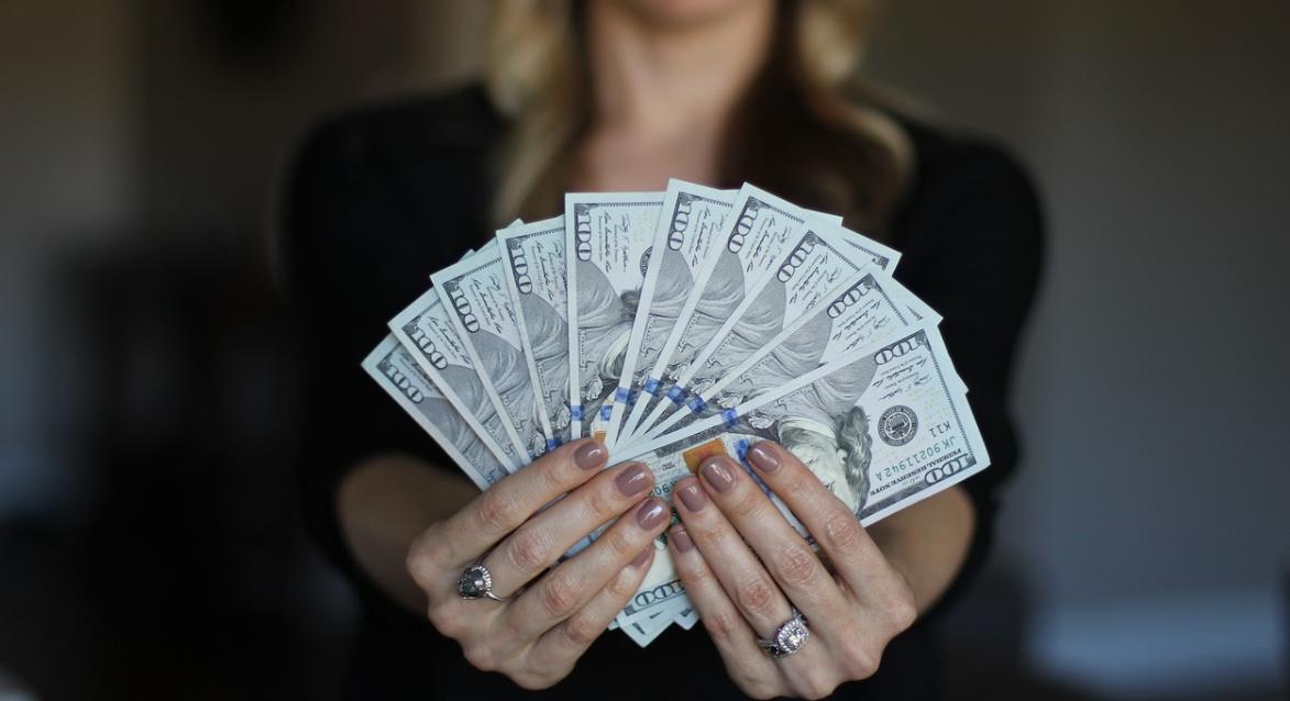 peníze a žena